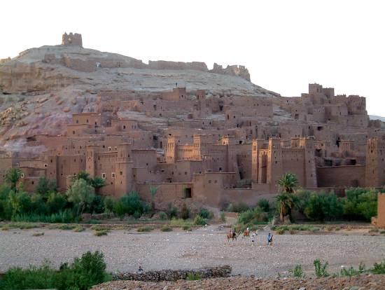 دولة المغرب في الماضي والحاضر village-deserts-kasb
