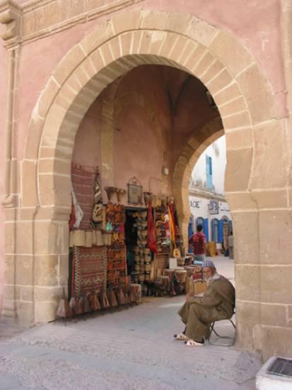 دولة المغرب في الماضي والحاضر monument-mer-entrez-